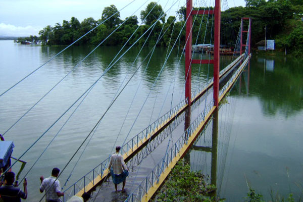 রাঙামাটি পর্যটন ঝুলন্ত সেতুতে পানি