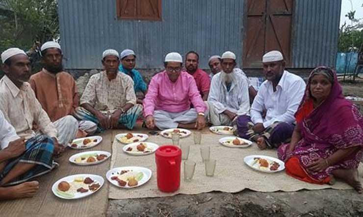 ভিক্ষুকের বাড়ির ইফতার করলেন এমপি জগলুল