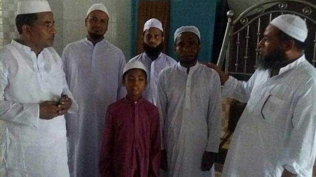 ইসলাম ধর্ম গ্রহণ করলেন পরিবারের ৭ সদস্যের সবাই